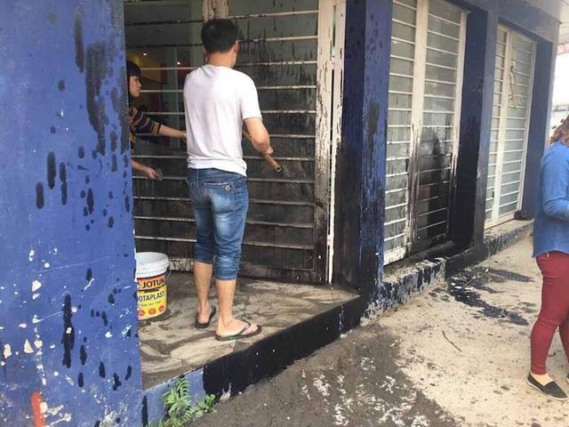 Ông Linh cho biết mục đích của những đối tượng côn đồ này là muốn gia đình ông không thể chịu nổi phải chuyển nhà đi.