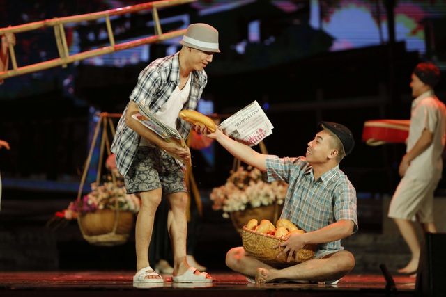 Hình ảnh quen thuộc của Hà Nội xưa được tái hiện trên sân khấu.