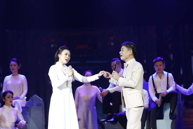Diva Mỹ Linh bị run và căng thẳng khi song ca với NSƯT Tấn Minh - 11