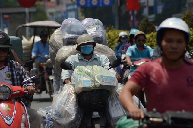 Sài Gòn nắng nóng đến nỗi… không nhận ra nhau - 12