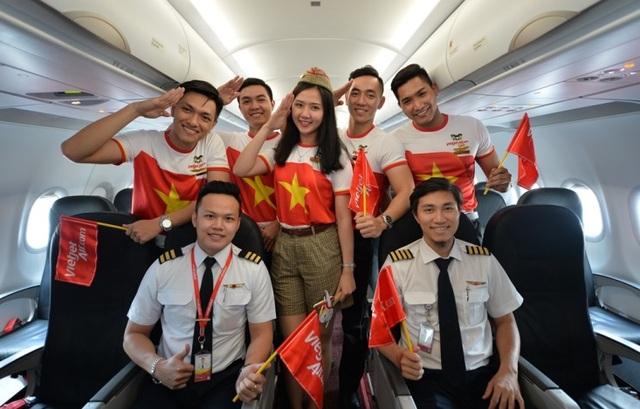 """Gần 200 hành khách Vietjet cùng hát """"Nối vòng tay lớn"""" mừng quốc khánh 2/9 - 18"""