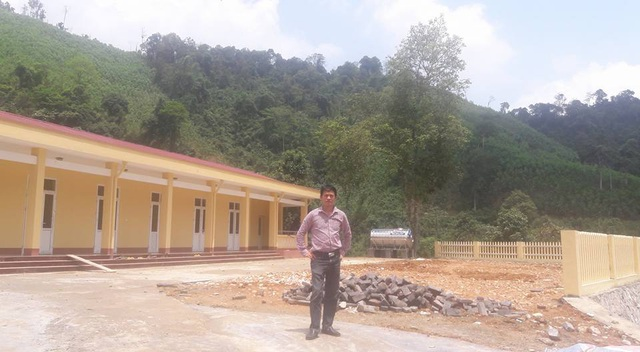 Điểm trường Khe Rịa đã được xây mới hoàn toàn với 3 phòng học, cùng công trình vệ sinh, tường rào bao quanh sạch đẹp khang trang