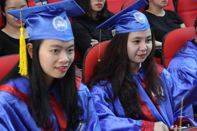Các Tân cử nhân Học viện Quản lý giáo dục