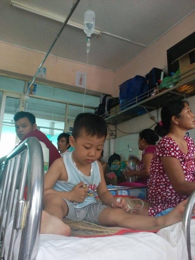 Hào phát bệnh hiểm nghèo khiến gia đình chị Thủy thêm kiệt quệ