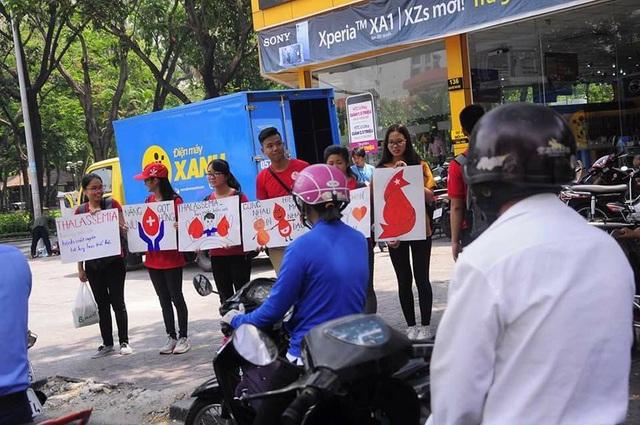 66 tuổi vẫn tình nguyện đi xuyên Việt kêu gọi hiến máu cứu người - 4
