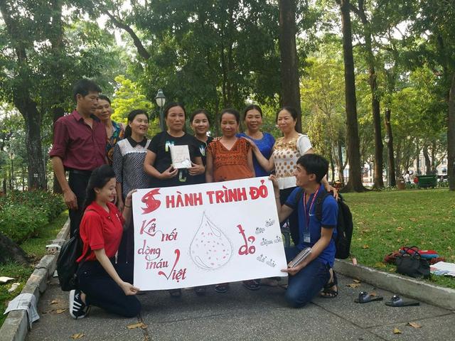 66 tuổi vẫn tình nguyện đi xuyên Việt kêu gọi hiến máu cứu người - 2