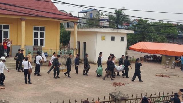 19 chiến sĩ bị dân giữ đã được thả về.