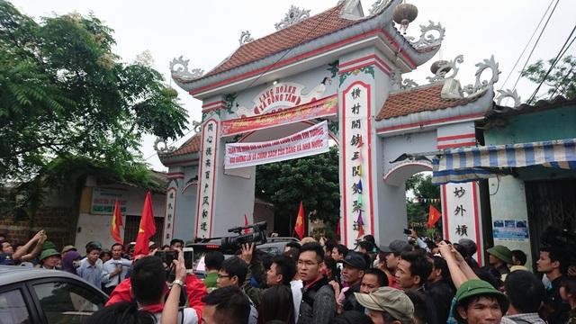 Chủ tịch Hà Nội hứa giải quyết bức xúc, dân Đồng Tâm phấn khởi thỏa lòng - 19