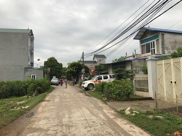 Con đường dẫn vào UBND xã Đồng Tâm sáng nay.