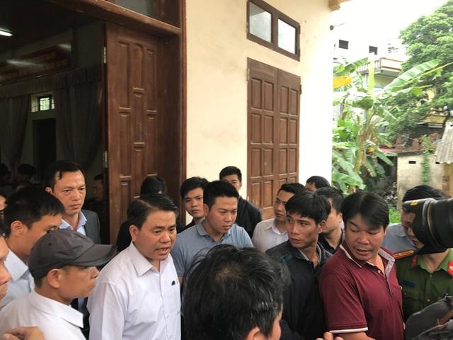 Kết thúc buổi đối thoại, ông Nguyễn Đức Chung cam đoan sẽ là người chỉ đạo để giải quyết những vấn đề bức xúc của người dân Đồng Tâm một cách công tâm, công bằng nhất.