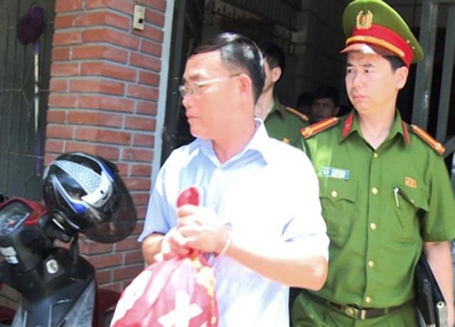 Xuân bị bắt vì tội tham ô tài sản