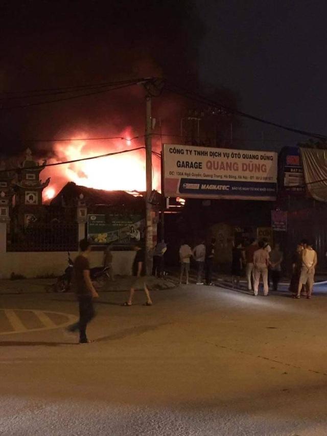 Hà Nội: Gara ô tô rộng hàng trăm mét vuông bốc cháy dữ dội - 3