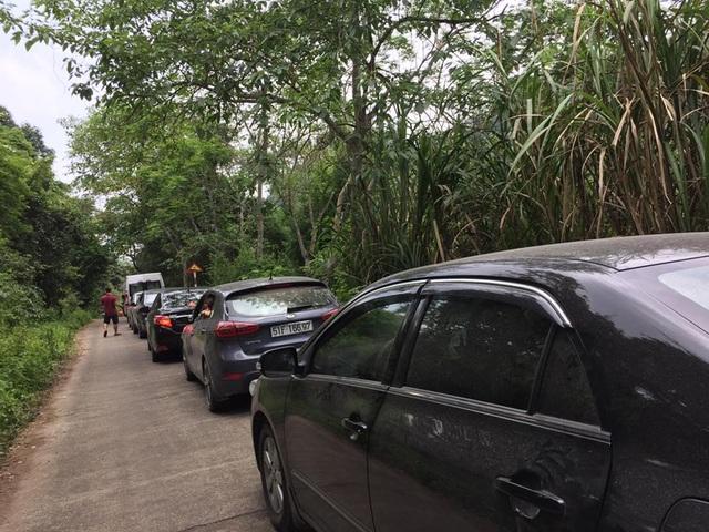 Tương tự lối vào rừng Cúc Phương (Ninh Bình) cũng bị ùn ứ do quá đông phương tiện giao thông. (Ảnh: FB)