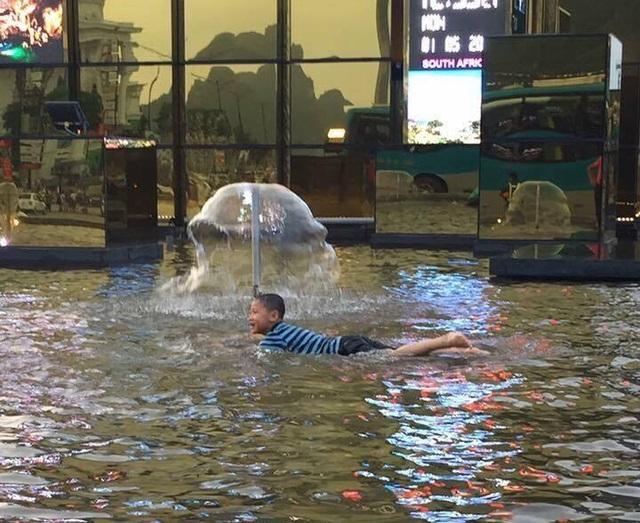 Biến thành bể bơi bất đắc dĩ luôn