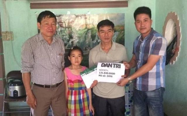 Ngày 14/5, PV Dân trí cùng chính quyền xã Đức Lập (huyện Đức Thọ, Hà Tĩnh) đã tới thăm và trao số tiền 131.840.000 đồng tới gia đình em Phan Thị Mến