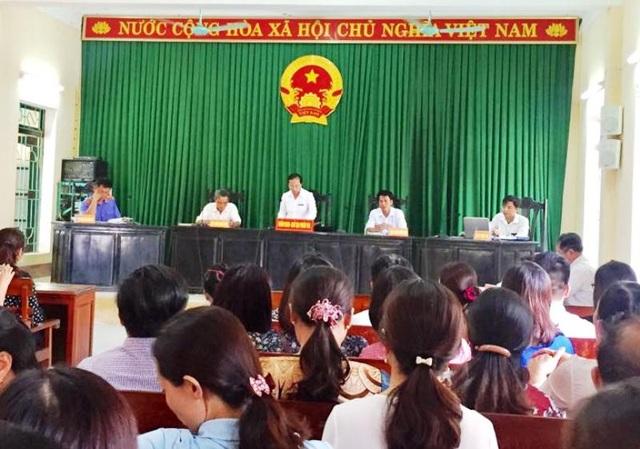 Kết thúc phiên xét xử, chủ tọa tuyên: Trường tiểu học Hải An phải chịu trách nhiệm bồi thường tổng số tiền 109.874.000 đồng cho gia đình cháu Vũ Phương Anh