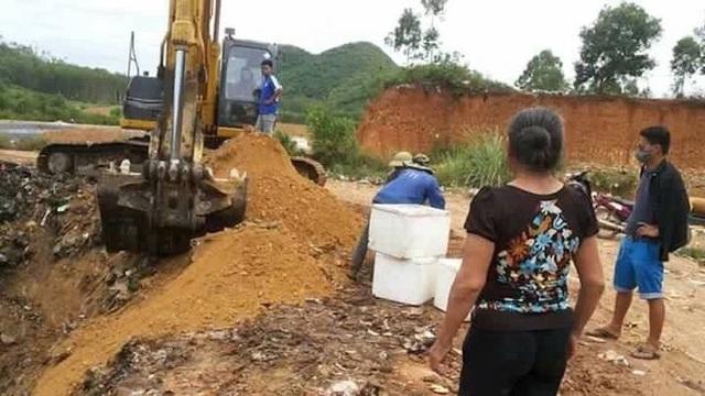 Hơn 270 kg sản phẩm động vật do CSGT 1-48 bắt giữ ngày 12/5 vừa qua đã được Trạm thú y TX Thái Hòa tổ chức tiêu hủy.