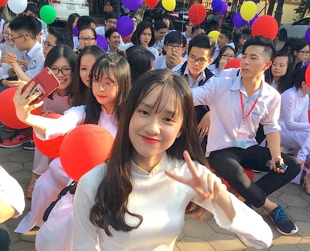 Cả trường bật khóc với bài phát biểu tri ân của học sinh trường Phan Bội Châu - 11