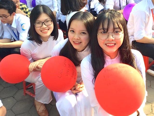 Cả trường bật khóc với bài phát biểu tri ân của học sinh trường Phan Bội Châu - 12