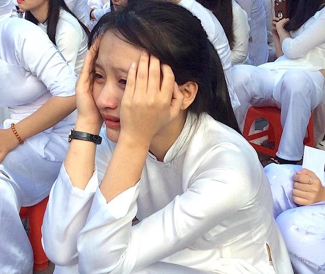 Cả trường bật khóc với bài phát biểu tri ân của học sinh trường Phan Bội Châu - 15