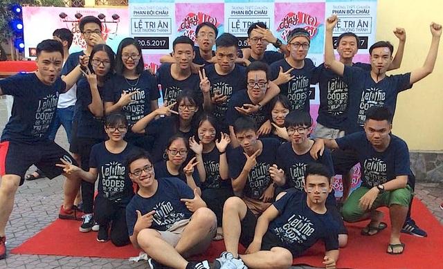 Cả trường bật khóc với bài phát biểu tri ân của học sinh trường Phan Bội Châu - 18