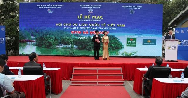 Được tổ chức từ ngày 6-9/4 tại cung văn hoá Hữu Nghị, hội chợ du lịch quốc tế Việt Nam - VITM Hà Nội 2017 đã thực sự trở thành ngày hội của các Doanh nghiệp Du lịch Việt Nam. Hội chợ đã thu hút sự tham gia của 465 gian hàng từ 672 doanh nghiệp, trong đó có 109 gian của các doanh nghiệp và cơ quan xúc tiến của 25 Quốc gia và Vùng lãnh thổ, có khoảng 3000 lượt các doanh nghiệp đến làm việc tại Hội chợ và khoảng 61.000 lượt người đến thăm quan và mua sản phẩm du lịch.