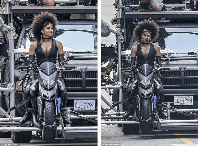 """Sau """"Deadpool"""" (2016) quá thành công cả về mặt doanh thu và nghệ thuật, phần phim thứ hai đã được thực hiện kể từ tháng 6 vừa qua và sẽ ra mắt trong mùa hè 2018. Trong ảnh là nữ diễn viên Zazie Beetz. Tay đua Joi """"SJ"""" Harris có thể là diễn viên đóng thế trong các pha nguy hiểm cho Zazie Beetz."""