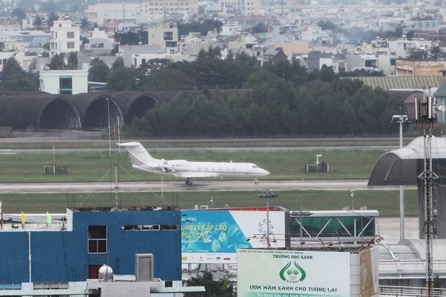 Khoảng 12h, một chiếc Gulfstream G450 khác mang số hiệu B8257 đáp xuống sân bay Đà Nẵng. Loại máy bay này trị giá khoảng hơn 40 triệu USD.