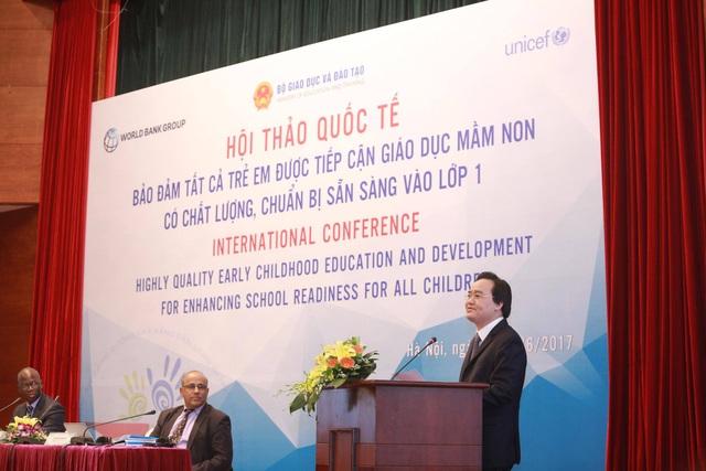 Bộ trưởng Bộ GD&ĐT Phùng Xuân Nhạ phát biểu khai mạc hội thảo