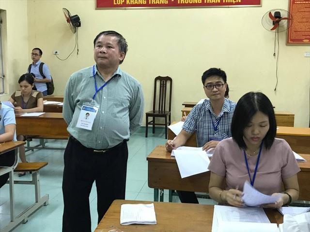 Thứ trưởng Bộ GD&ĐT Bùi Văn Ga kiểm tra công tác chấm thi tại tỉnh Hưng Yên chiều ngày 29/6.