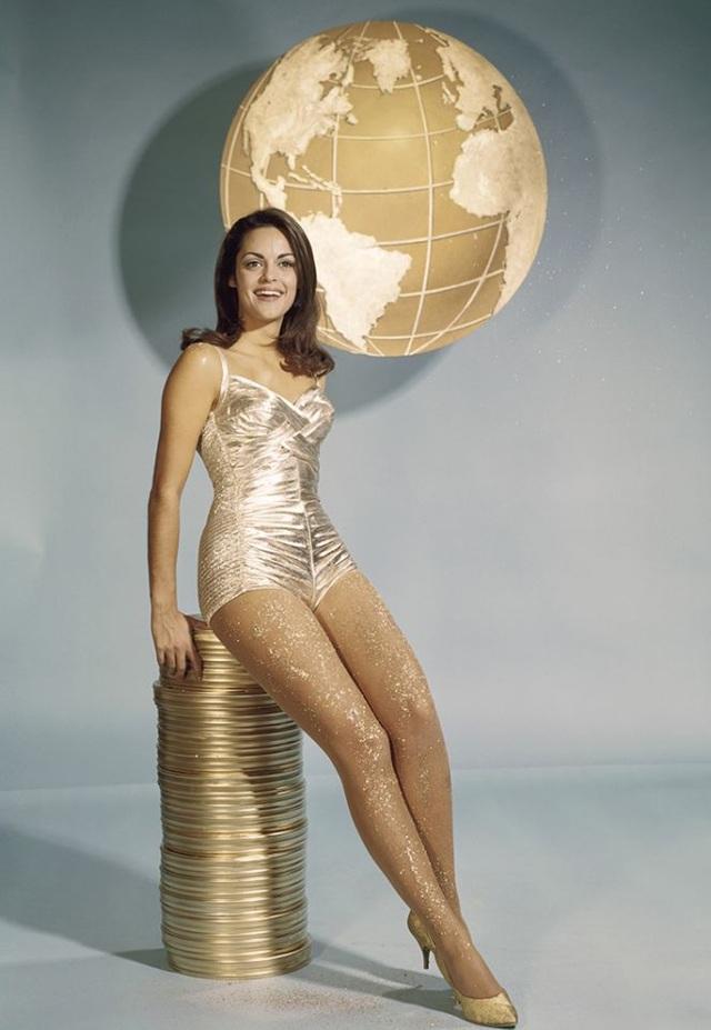 Corinna Tsopei (1967): Cựu Hoa hậu Hoàn vũ người Hy Lạp đã từng xuất hiện trong nhiều bộ phim truyền hình và điện ảnh của Hollywood, điều đó đã giúp cô nhận được giải Miss Golden Globe dành cho gương mặt mới đang lên.