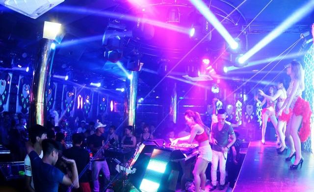 Quán bar này hút khách vì thường xuyên mời DJ về phục vụ (ảnh mạng)