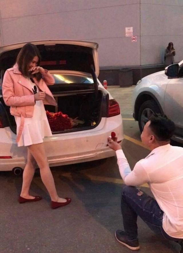 Và chiếc nhẫn cầu hôn