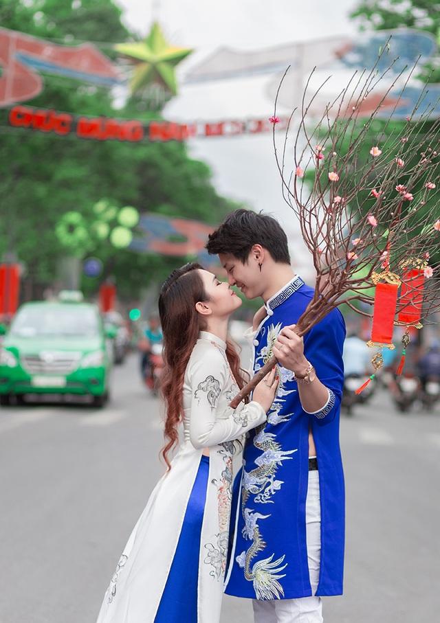 Nguyễn Thị Như Thơ (nick-name là Su Râu), sinh năm 1994, quê ở Phú Yên. Còn Nino, sinh năm 1992, Việt kiều sống ở Na Uy từ nhỏ. Hai bạn quen nhau qua mạng xã hội và dần nảy sinh tình cảm.