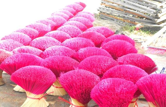 Làng sản xuất hương lớn nhất miền Trung nhộn nhịp vào vụ Tết - 2