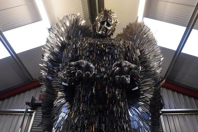 Bức tượng có tên Thiên thần dao