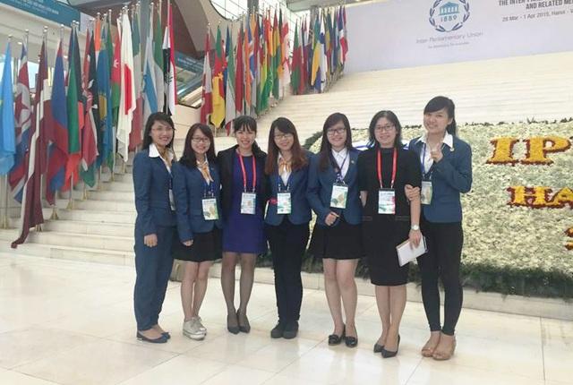 Nguyễn Hà Thu (thứ 2, bên trái) tham dự lễ khai mạc Đại hội đồng Liên minh nghị viện thế giới lần thứ 132 (IPU-132) diễn ra tại Việt Nam.