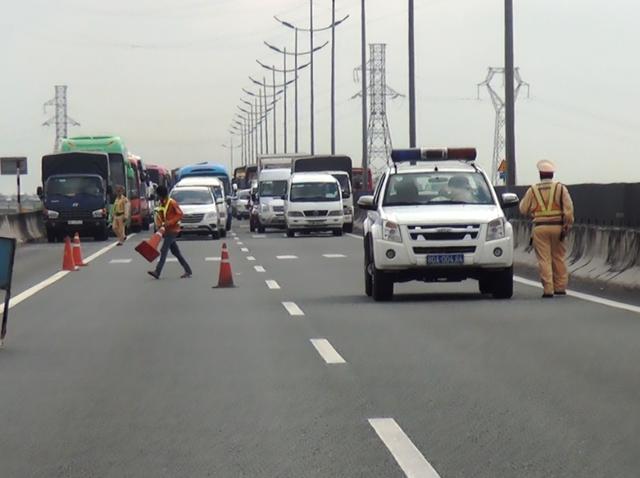 Tai nạn khiến đường cao tốc hướng về miền Tây bị ùn ứ