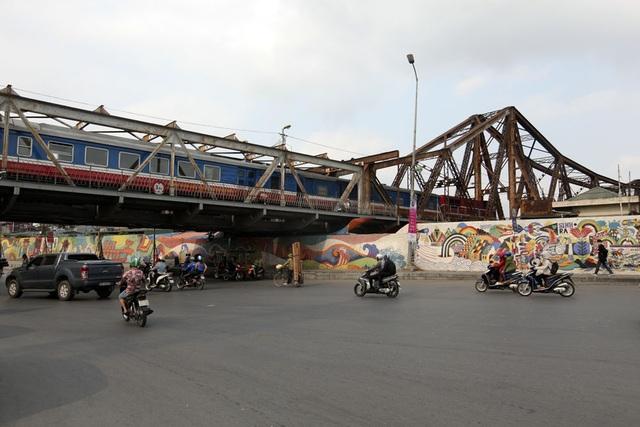 Vào ngày 18/2, trong cuộc gặp gỡ đầu xuân với văn nghệ sỹ, trí thức Thủ đô, Chủ tịch UBND thành phố Hà Nội ví cầu Long Biên như tháp Eiffel nằm ngang và cho biết cầu sẽ được nghiên cứu khôi phục vào năm tới.