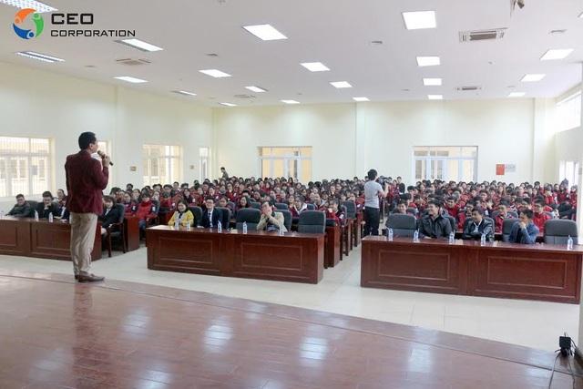 Những chia sẻ thực tiễn của doanh nhân Ngô Minh Tuấn với các em học sinh THPT Chuyên Bắc Giang.