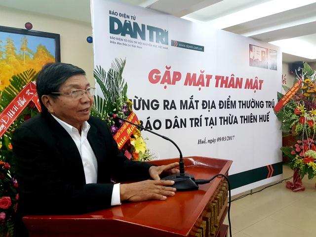 Ông Nguyễn Văn Mễ, Chủ tịch Hội Khuyến học tỉnh Thừa Thiên - Huế chia sẻ nhiều câu chuyện tốt của báo điện tử Dân trí cùng các đại biểu