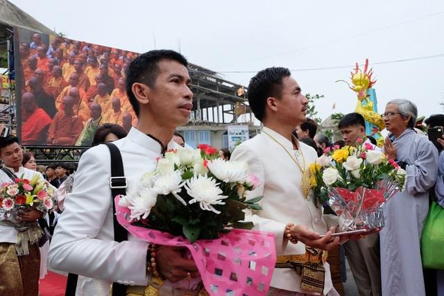 Nhiều đoàn Phật tử Vương quốc Thái Lan, Myanmar, Hàn Quốc...về dự lễ hội