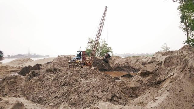 Chính quyền địa phương vào cuộc không cương quyết, chưa biết đến bao giờ những bãi cát không phép trên địa bàn tỉnh Ninh Bình mới bị dẹp bỏ.