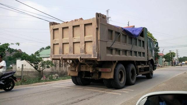 Những chiếc xe tải khủng tung hoành trên Tỉnh lộ 477