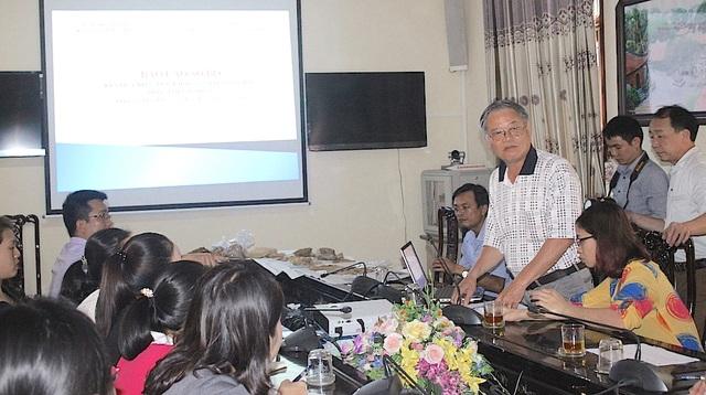 PGS.TS Lại Văn Tới- Trung tâm nghiên cứu Kinh Thành báo cáo tại hội nghị.