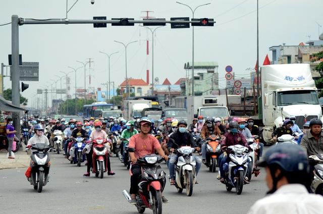 Những ngày này, xe máy chủ yếu là từ các tỉnh đổ về sau kỳ nghỉ lễ.