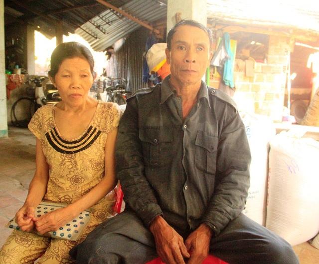Bà Nương bệnh tim nặng nhiều năm nay nhưng không có tiền mổ, còn chồng thì bị mù một mắt