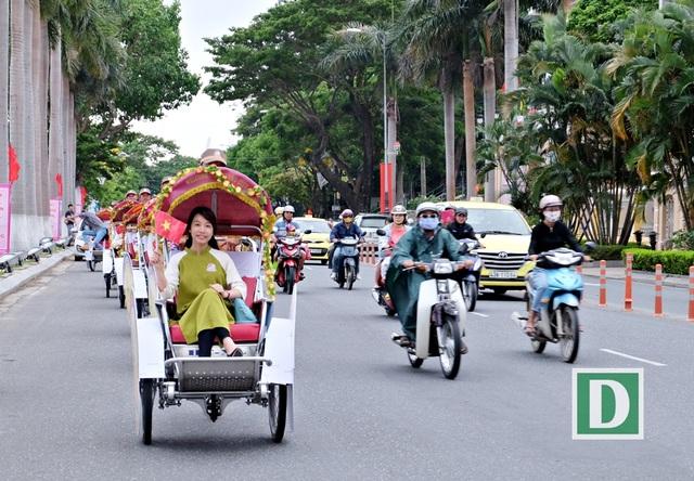 Hơn 2,5 triệu lượt du khách đã đến Đà Nẵng trong 5 tháng đầu năm. Tổng thu du lịch ước đạt hơn 7,5 nghìn tỷ đồng