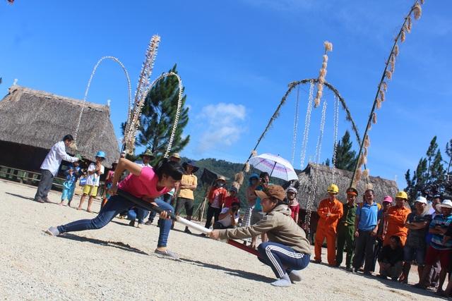 Môn đẩy gậy - một trò chơi dân gian được đồng bào dân tộc thiểu số ưu thích nó thể hiện sức mạnh, tinh thần thượng võ