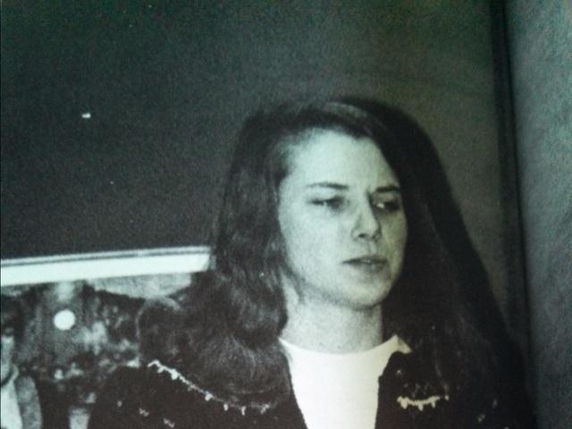 Marissa Mayer sinh năm 1975 tại một thị trấn nhỏ ở Wisconsin có tên gọi là Wausau. Cha của cô làm kỹ sư, và mẹ là giáo viên dạy vẽ. Mayer sớm được thầy cô phát hiện ra tài năng ở Toán học và các môn khoa học. Cô cũng rất giỏi thuyết trình. Khi đủ tuổi, Mayer đăng ký 10 trường Đại học và đủ điều kiện vào cả 10, trong đó bao gồm nhiều trường danh tiếng như Harvard, Yale, Stanford,.. Cuối cùng cô chọn Stanford và định hướng để trở thành một bác sĩ.